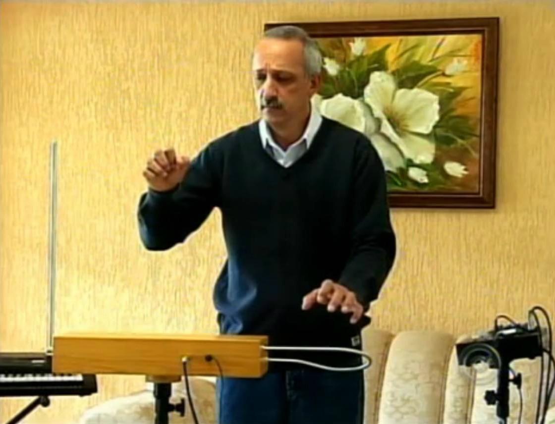 theremy - instrumento inventado em Itapeva (Foto: Reprodução TV Tem)