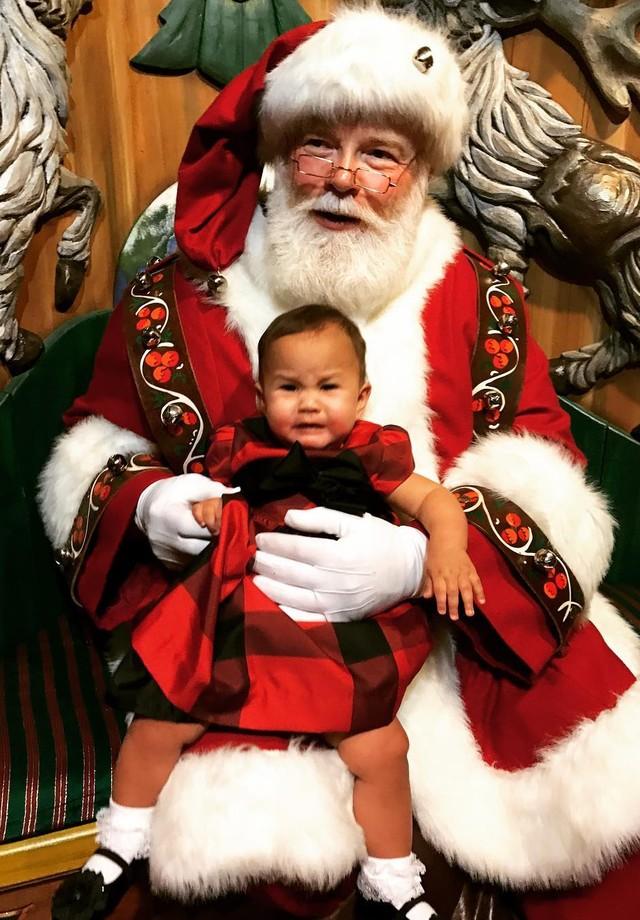 Luna conhece o Papai Noel (Foto: reprodução/Instagram)