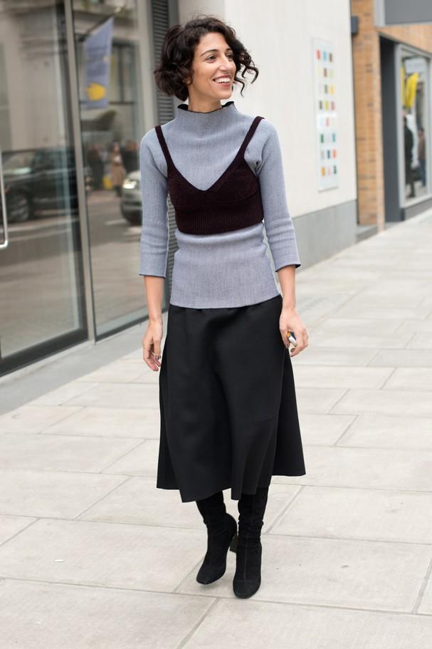 Com mais cara de top do que sutiã, um bom truque de styling para o inverno (Foto: Getty Images)
