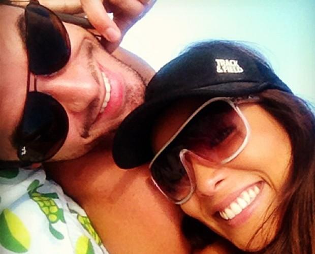 Carol Nakamura compartilha foto com o namorado Sidney Sampaio (Foto: Arquivo Pessoal)