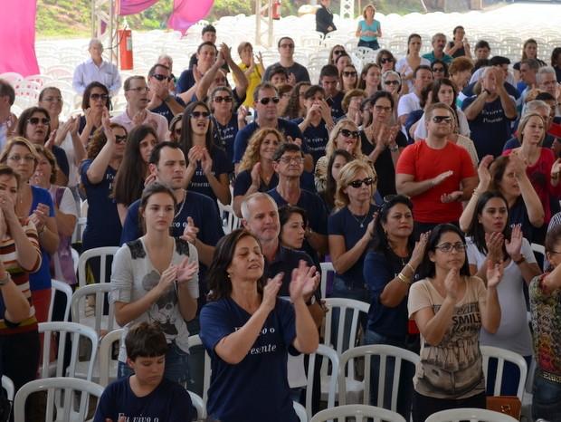 Fieis acompanharam festa de 70 anos de diocese em Piracicaba (Foto: Fernanda Zanetti/G1)