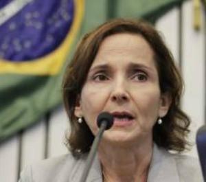 Secretária Izolda Cela se disse surpresa com a decisão da Justiça (Foto: Agência Diário)