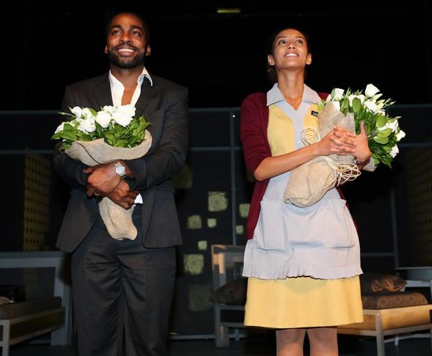 Lázaro e Taís recebem os aplausos do público cheio de estrelas da TV (Foto: Manuela Scarpa/Photo Rio News)