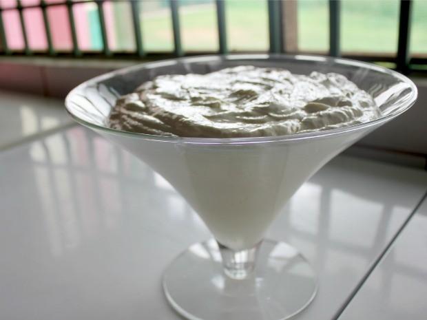 Creme de cupuaçu deve ser servido bem gelado e rende porções para 10 pessoas (Foto: Halex Frederic/G1)