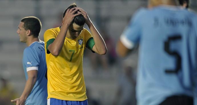 Matheus Brasil x Uruguai sub-20 (Foto: AFP)