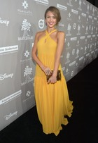 Veja o estilo de famosas como Jessica Alba em baile de gala nos EUA