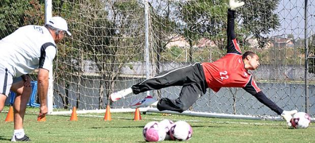 Rodolfo, goleiro do Atlético-PR volta a treinar (Foto: Gustavo Oliveira/Site oficial do Atlético-PR)