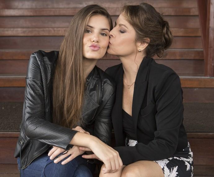 Camila Queiroz e Drica Moraes sendo ainda mais fofas! (Foto: Felipe Monteiro / Gshow)