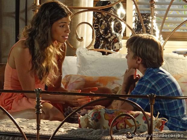 Ester explica para o menino que Cassiano é seu pai (Foto: Flor do Caribe/ TV Globo)
