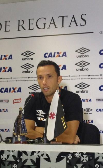 Nenê concede entrevista coletiva no Vasco (Foto: Patricia Esteves)