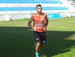 Goleiro Paulo Rafael deu voltas ao redor do gramado (Foto: Gustavo Pêna/GLOBOESPORTE.COM)