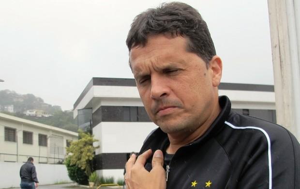 Claudinei Oliveira; desembarque do Santos (Foto: Lincoln Chaves)