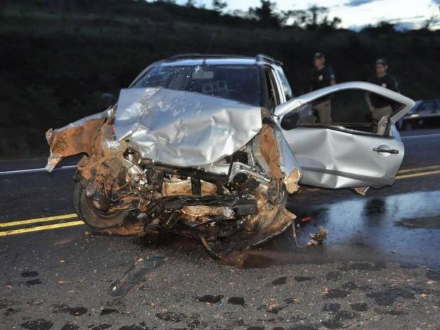 Carro que as vítimas estavam ficou destruído (Foto: Toninho Cury/Arquivo Pessoal)