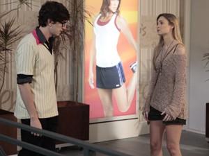 Kiko fica desolado quando Analú confessa que é apaixonada por Nando (Foto: Guerra dos Sexos/ TV Globo)