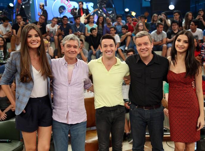 Serginho com Camila Queiroz, Diego Hypólito, Roberto Kovalick e Giselle Batista (Foto: Carol Caminha/Gshow)
