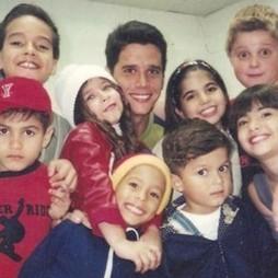 Marcio Garcia com o elenco de Gente Inocente (Foto: Divulgação)