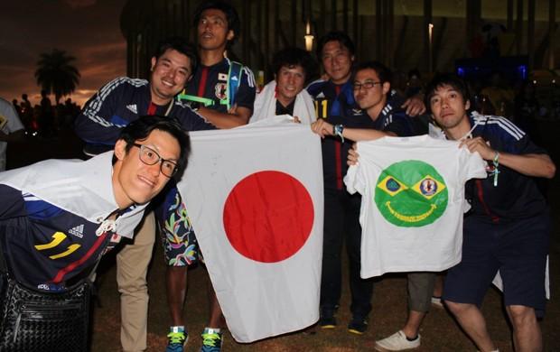 japoneses estádio Mané Garrincha (Foto: Fabrício Marques)