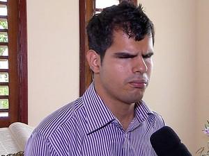 Cristian Emanoel superou dificuldades físicas e se formou em direito (Foto: Reprodução/Inter TV Cabugi)