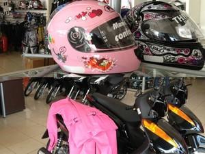 Loja oferece acessórios exclusivamente femininos  (Foto: Ivanete Damasceno / G1)