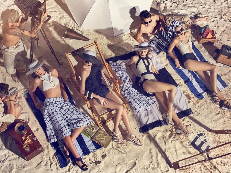 O beachwear de luxo é protagonista desta cena (Foto: Gustavo Zylbersztajn (SD MGMT) / Edição de moda: Larissa Lucchese / Direção de arte: Studio Burman / Set design: Felipe Tadeu (Mangaba Produções))