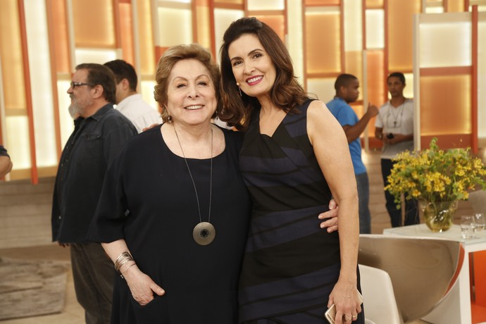 A atriz Aracy Balabanian com a apresentadora depois do 'Encontro' (Foto: Raphael Dias/Gshow)