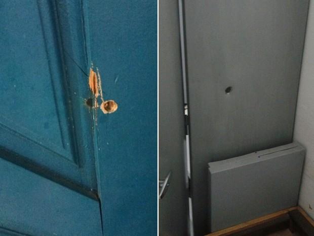 Um dos tiros atravessou a porta do alojamento dos agentes e atingiu um armário  (Foto: Anderson Barbosa/G1)