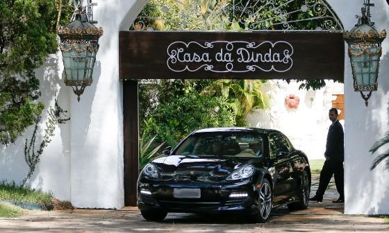 Porsche apreendido na casa de Fernando Collor (PTB-AL)  (Foto: Pedro Ladeira/Folhapress)