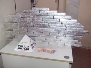 Apreensão maconha Ituiutaba 60 quilos droga (Foto: Polícia Militar/Divulgação)