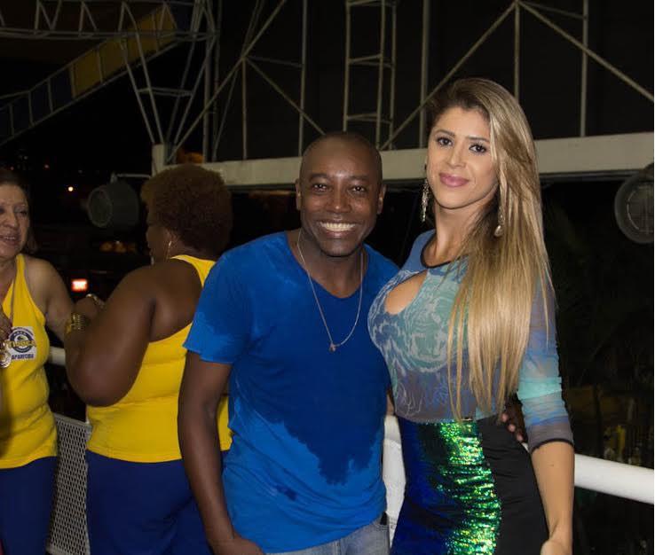 A mallandrinha também posou com o ator Nando Cunha (Foto: Divulgação)