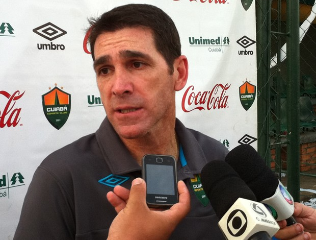 Luciano Dias estreou com o pé direito, diante do Treze (Foto: Leonardo Heitor/Globoesporte.com)