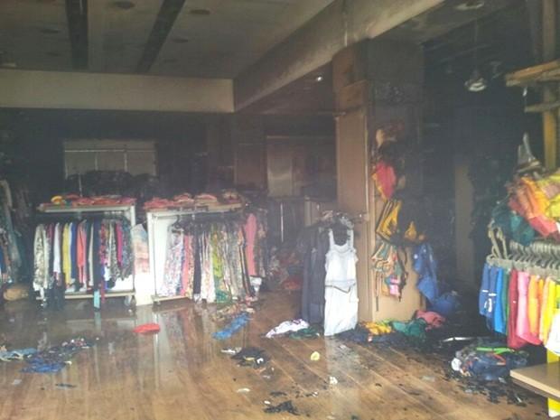 Praticamente todos os produtos da loja foram atingidos (Foto: Giliardy Freitas/TV TEM)