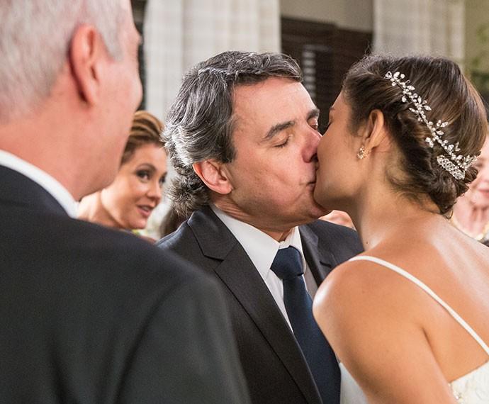 Alice e Evandro se casam em cerimônia simples e discreta (Foto: Fabio Rocha/Gshow)