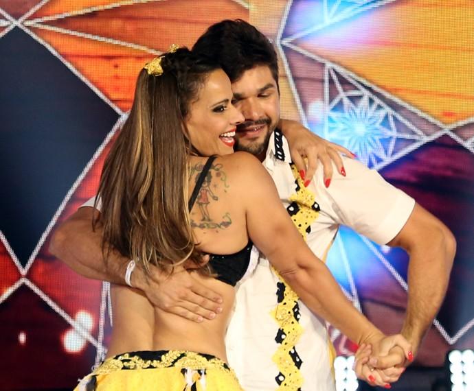 Viviane Araújo dançou forró com o cabelo novo (Foto: Carol Caminha / Gshow)