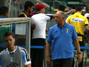 Felipão comanda o Grêmio contra o Caxias (Foto: Diego Guichard)