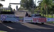 Manifestantes fecham entrada da rodoviária