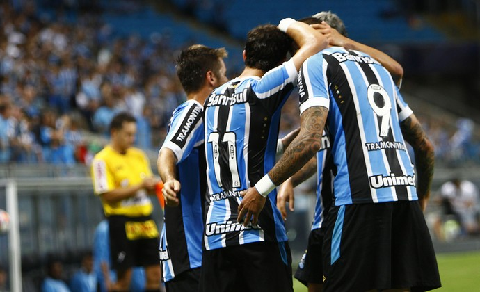 Giuliano grupo comemora gol Grêmio Lajeadense  (Foto: Lucas Uebel/Grêmio )