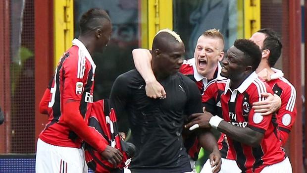 Balotelli gol Milan (Foto: EFE)