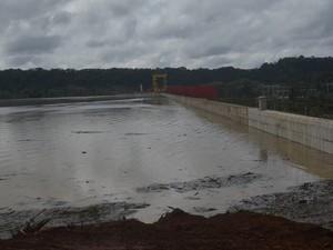 Barragem da Hidrelétrica de Laranjal do Jari, no Amapá (Foto: John Pacheco/G1)