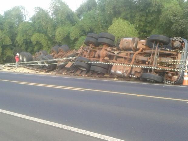 Polícia investiga causas do acidente (Foto: WhatsApp/TV TEM)