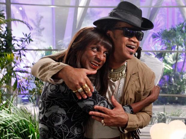 Dorothy faz a tiete com Brown (Foto: Raphael Dias / TV Globo)