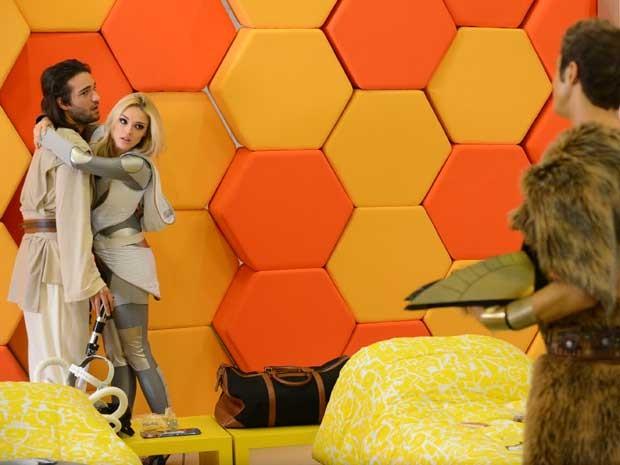Megan entrou escondida no reality e beijou Davi (Foto: Raphael Dias/TV Globo)
