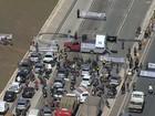 Manifestação de policiais civis fecha pista da MG-10, em Belo Horizonte