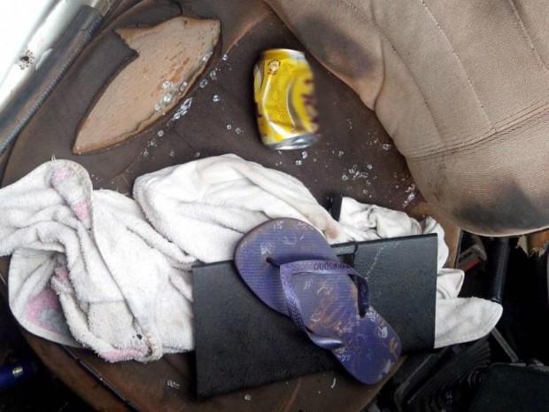 Dentro do veículo a polícia encontrou lata e garrafa de cerveja (Foto: Carlos Alberto Soares/ TV TEM)