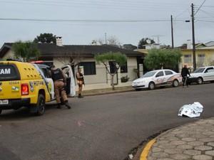 testemunhas informaram à polícia que casal seguia em um carro quando discutiram e o homem atirou contra a mulher e depois tentou se matar (Foto: Alencar Pereira / Arquivo Pessoal)