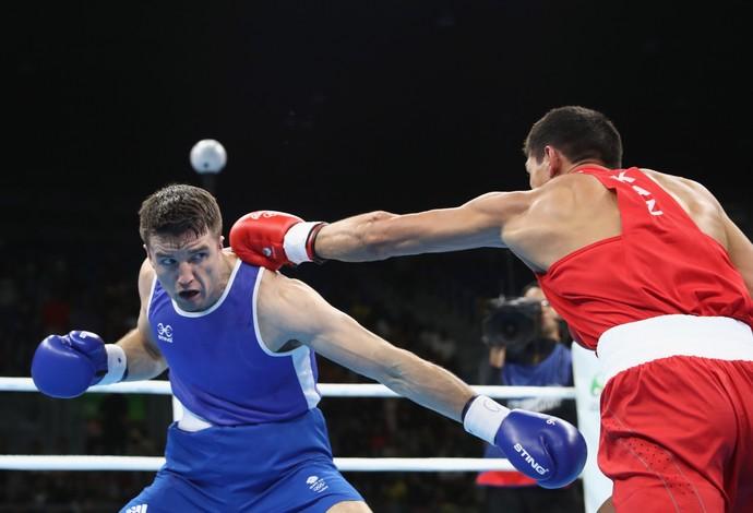 Antony Fowler, à esquerda, de azul, competindo na Rio 2016 (Foto: Phil Walter/Getty Images)