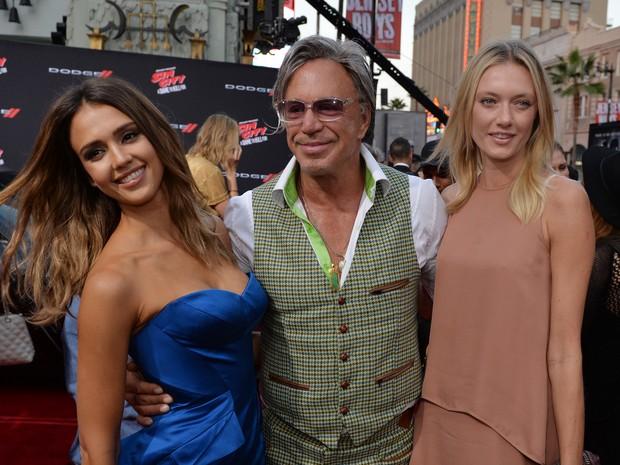 Jessica Alba, Mickey Rourke e a modelo Anastassija Makarenko em première de filme em Los Angeles, nos Estados Unidos (Foto: Mark Ralston/ AFP)