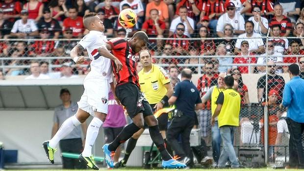 Antonio Carlos e Manoel jogo São Paulo e Atlético-PR (Foto: Joka Madruga / Futura Press)