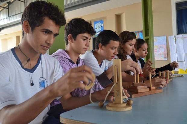 Armario Persiana Horizontal ~ G1 Escola utiliza jogos artesanais para melhorar