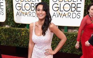 Escorregada fashion: atriz aparece com vestido transparente no Globo de Ouro