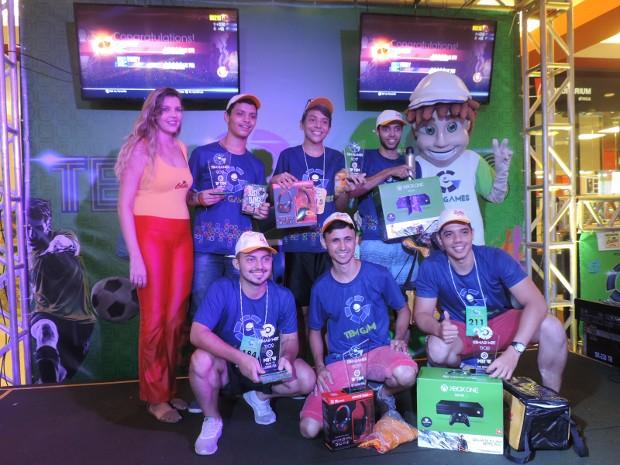 Foram premiados os 3 primeiros colocados no FIFA 17 e no Just Dance (Foto: Bruna Alves/G1)